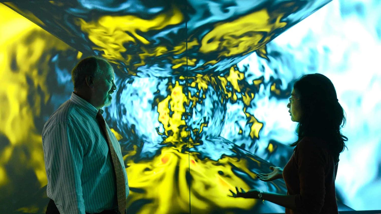Mia de los Reyes and John Blondin discuss physics research